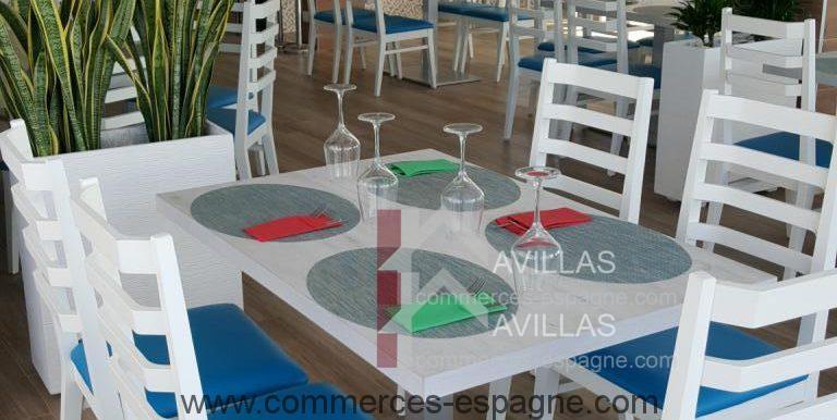commerces-espagne-com-denia-restaurant-com12001-chaises-et-tables-salle