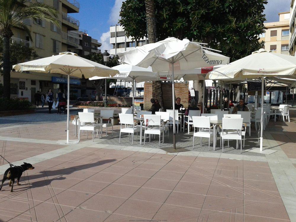 Estepona, Bar Tapas au bord de mer en Andalousie