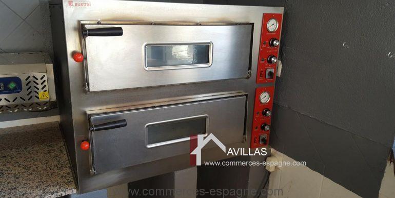 javea-bar-restaurant-com12010-2 fours à pizza