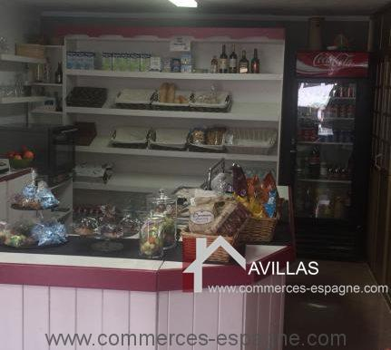 malaga-commerces-espagne-COM42010-comptoir avec présentoirs