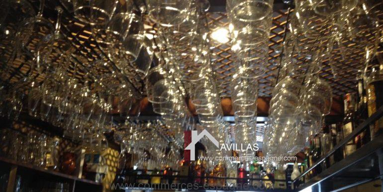 malaga-commerces-espagne-COM42016-verres suspendus