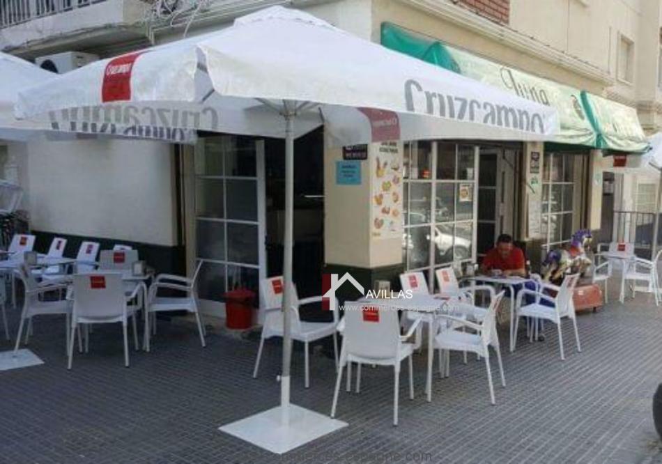 Malaga, Café-Bar-Tapas avec terrasse