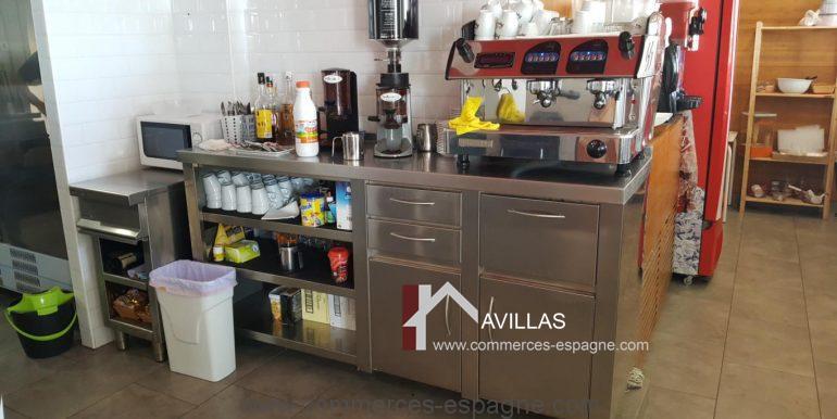denia-glacier-pizzeria-com12011-machine à café et meuble de rangement