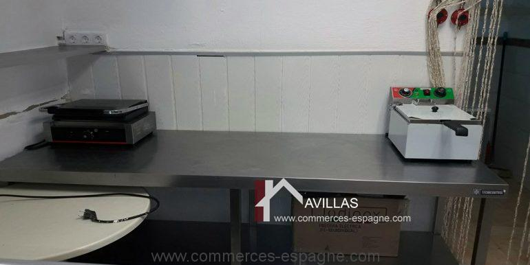 COM30002  table travail, friteuse..