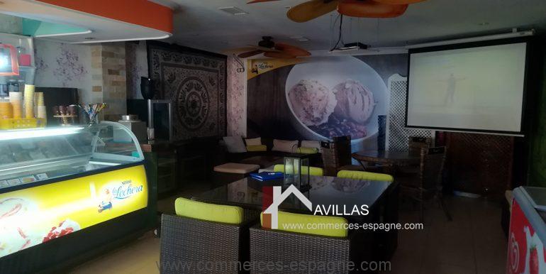 COM30005 salle glacier avec ecran projecteur géant-restaurant-glacier-avillas commerces espagne