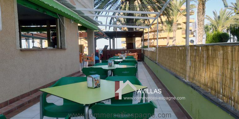 COM30005 terrasse cote droit-restaurant-glacier-avillas commerces espagne