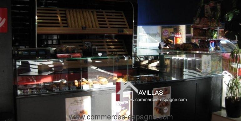 Sant-feliu-boulangerie-cafeteria-comptoir-devant-COM17008