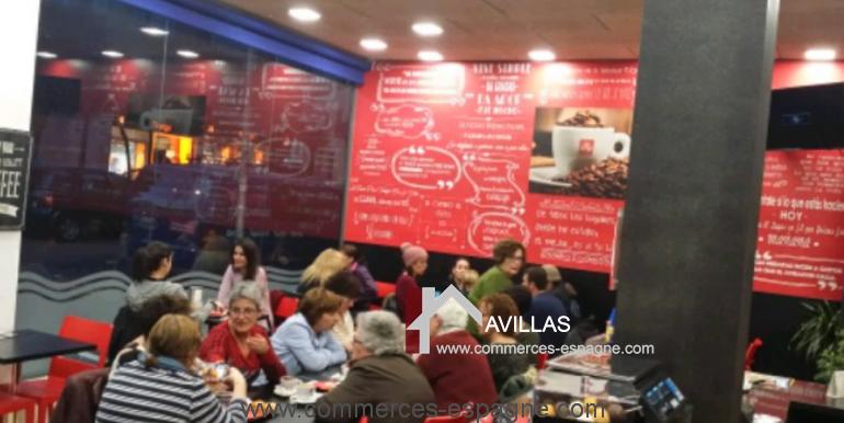 Sant-feliu-boulangerie-cafeteria-interieur- clients-COM17008