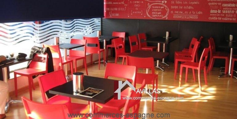 Sant-feliu-boulangerie-cafeteria-salle-vide-COM17008
