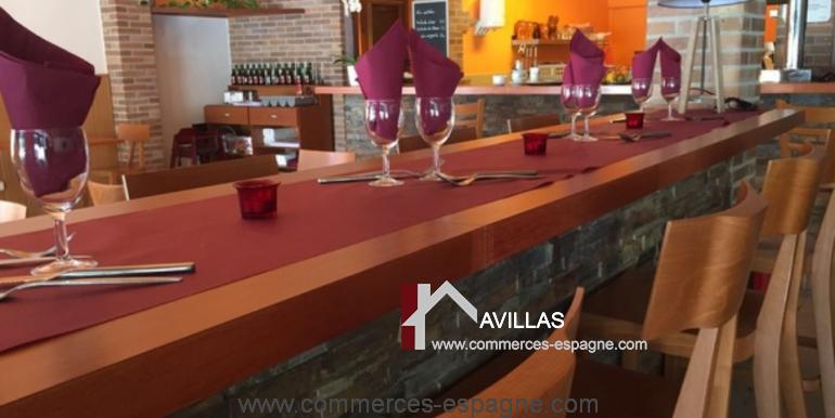 bar-restaurant-grill-Santa-margarita-comptoir-gauche-dressé-COM17007