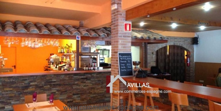 bar-restaurant-grill-Santa-margarita-comptoir-salle-COM17007