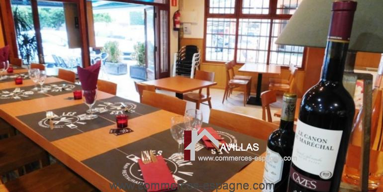 bar-restaurant-grill-Santa-margarita-salle-coté-gauche-COM17007