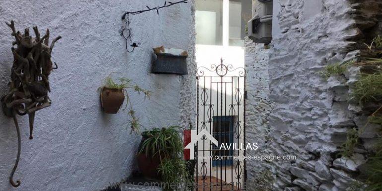Cadaques-restaurant-el-gato-azul-patio-derriere-COM17018