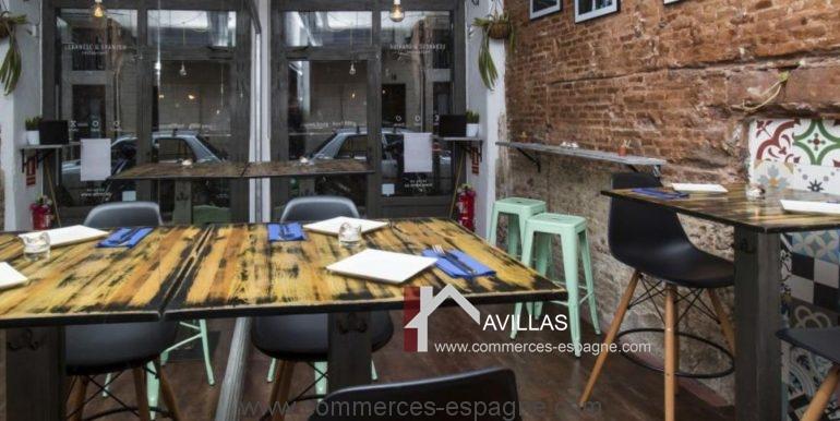 barcelone-restaurant-commerces-espagne-salle-droite-COM17020