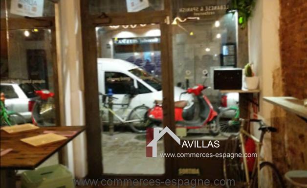barcelone-restaurant-commerces-espagne-salle-porte-entrée-COM17020