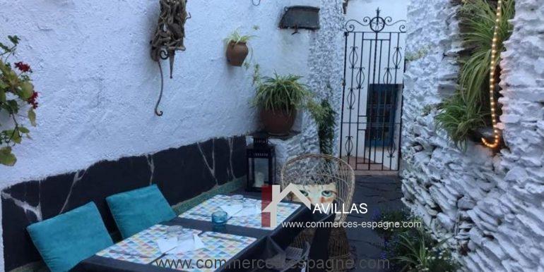 cadaques-restaurant-el-gato-azul-patio-COM17018