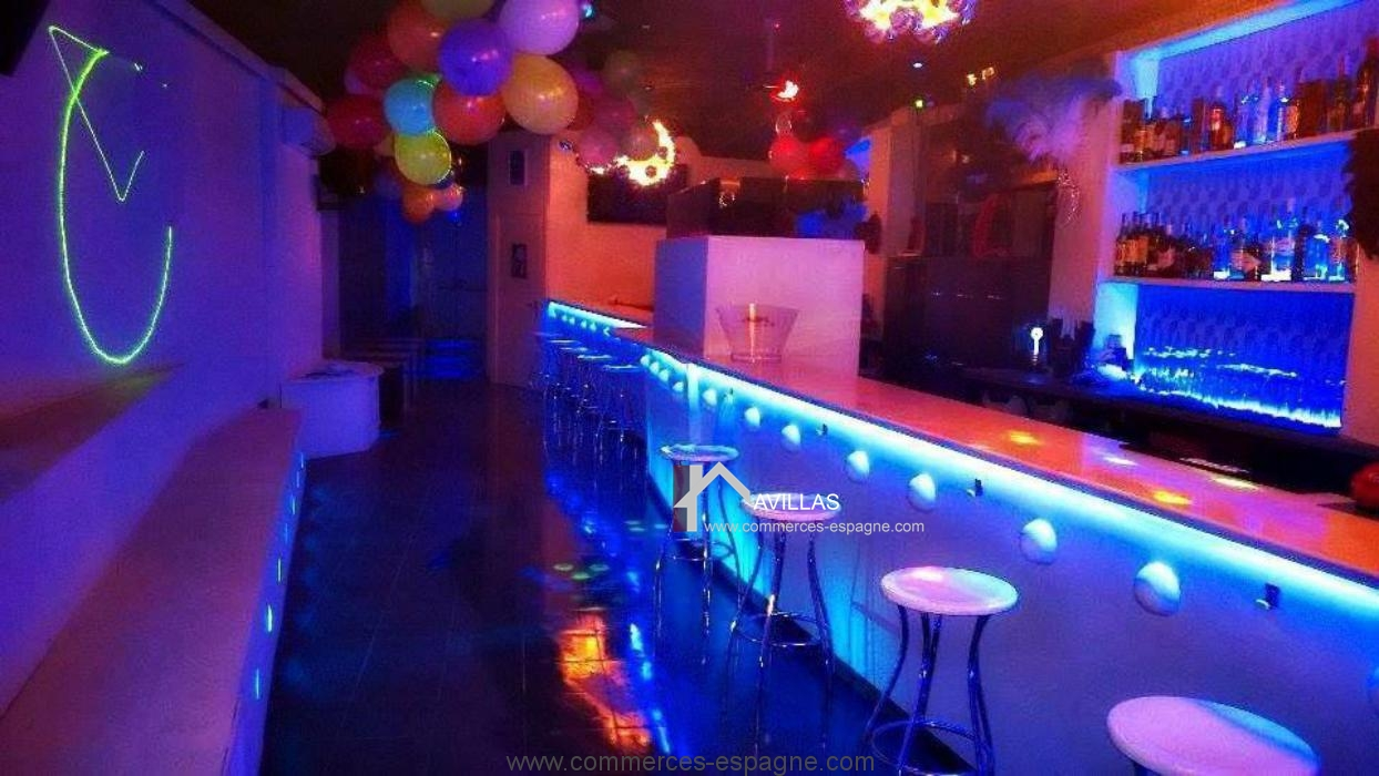 Rosas, bar de nuit et ambiance musical