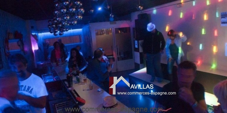 bar-musical-rosas-empuriabrava-comptoir-clients-2-COM17024