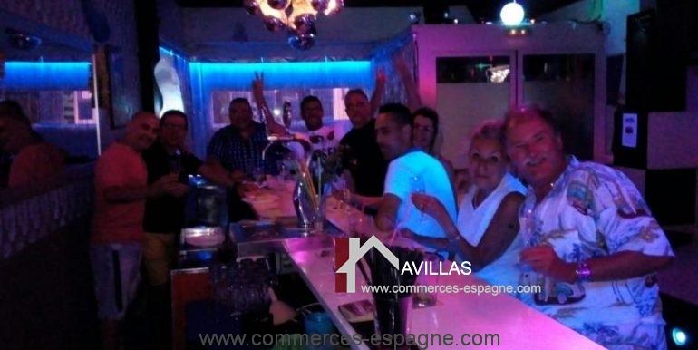 bar-musical-rosas-empuriabrava-comptoir-clients-COM17024