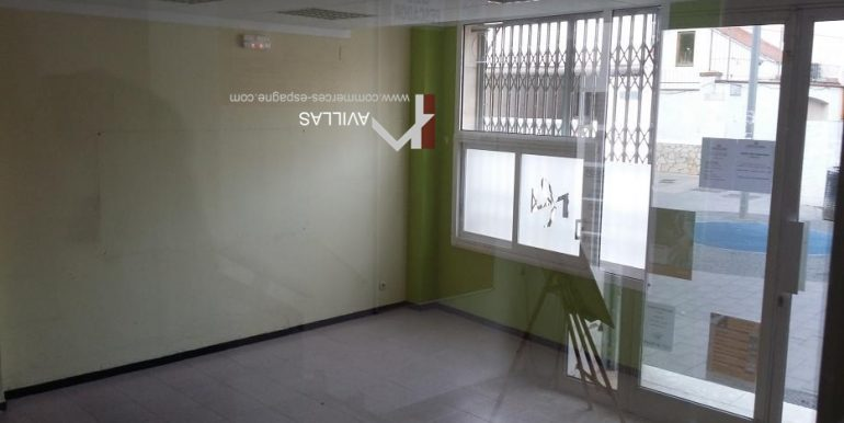 local commercial-rosas-interieur-entrée-COM17026