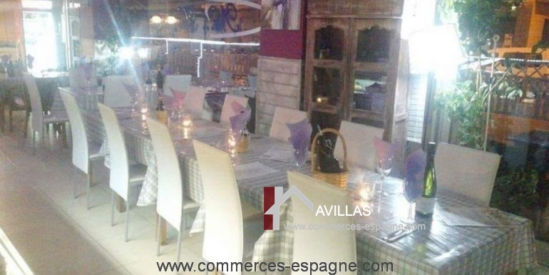 pizzeria-na- tarantella-interieur-table-dressée-COM17021