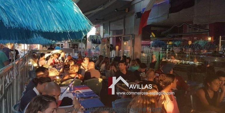 pizzeria-na- tarantella-terrasse-clients-jour-COM17021
