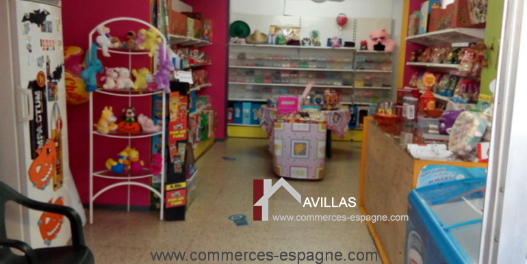 boutique-confiseries-lloret-de-mar-interieur-frigo-COM17032