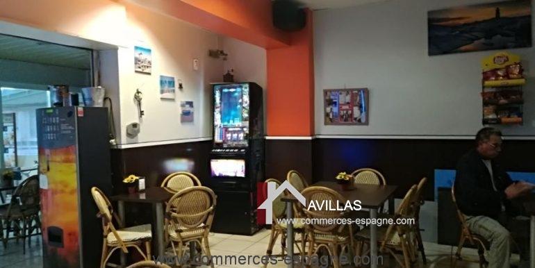 bar-restaurant-uno-rosas-entrée-gauche-COM17041