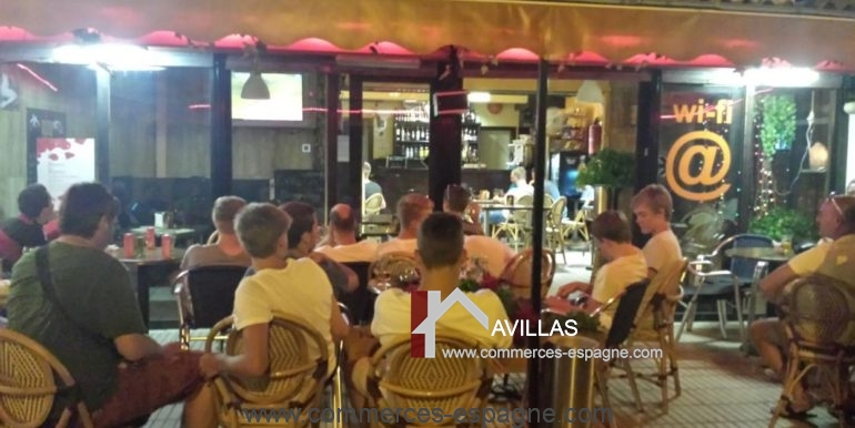 bar-restaurant-uno-rosas-terrasse-clients-COM17041