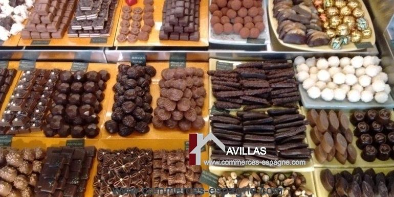 commerce-a-vendre-sitges-vitrine-chocolats-COM17045
