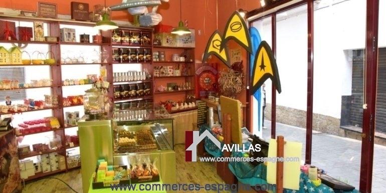 commerce-a-vendre-sitges-vitrine-dedans-COM17045