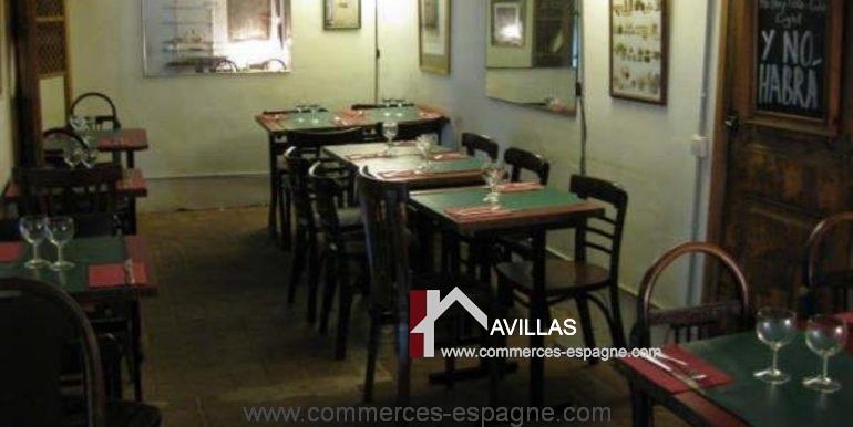 restaurant-français-barcelone-com17066-tables-dressées-fond