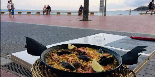 Restaurant à Lloret del mar, face mer
