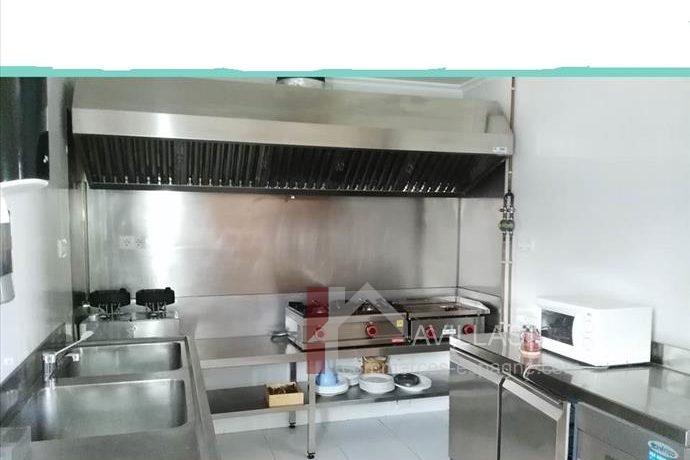 Los Corrales de Buelna-cuisine-a-vendre