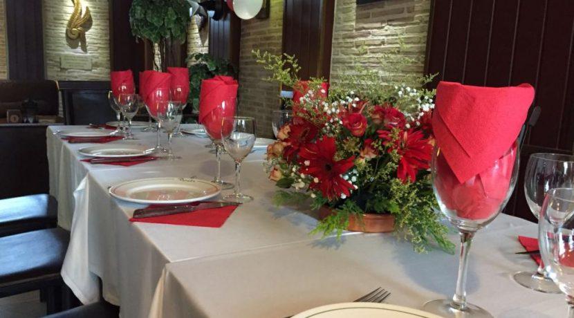denia-bar-restaurant-com12002-chaises et table salle