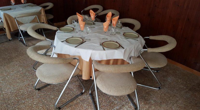 denia-restaurant-com12005-chaises et table salle