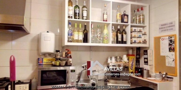 bar-tapas-ca-la-meri-roses-derrière-bar-COM17040