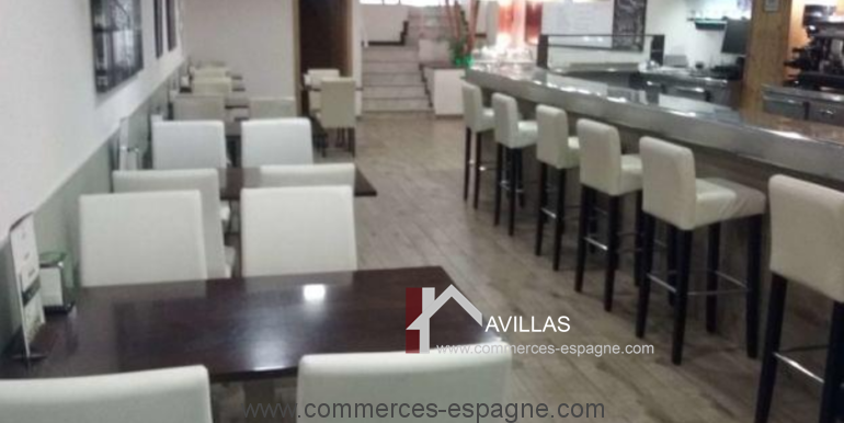 bar-restaurant-cafeteria-cafe-jazz-80-s-salle-gauche-blanes-COM17043