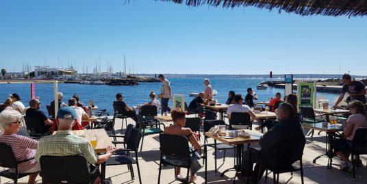 Brasserie à Palma de Mallorca, face mer