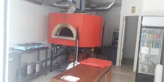 Marbella, Pizzeria avec appartement